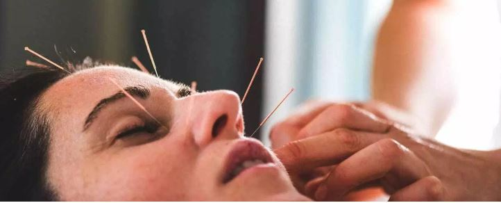 Applying Facial Acupuncture